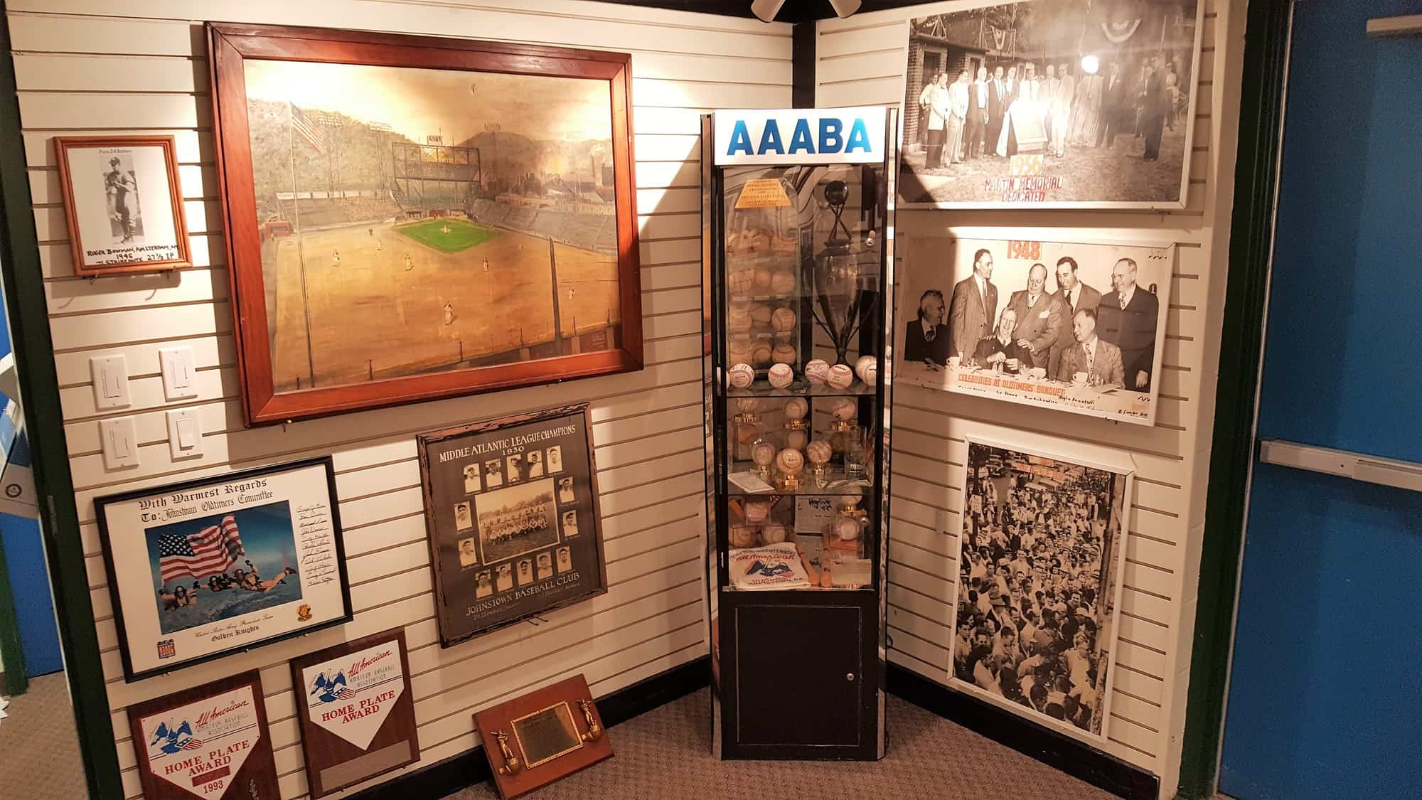 AAABA HOF corner Bowman and painting and case
