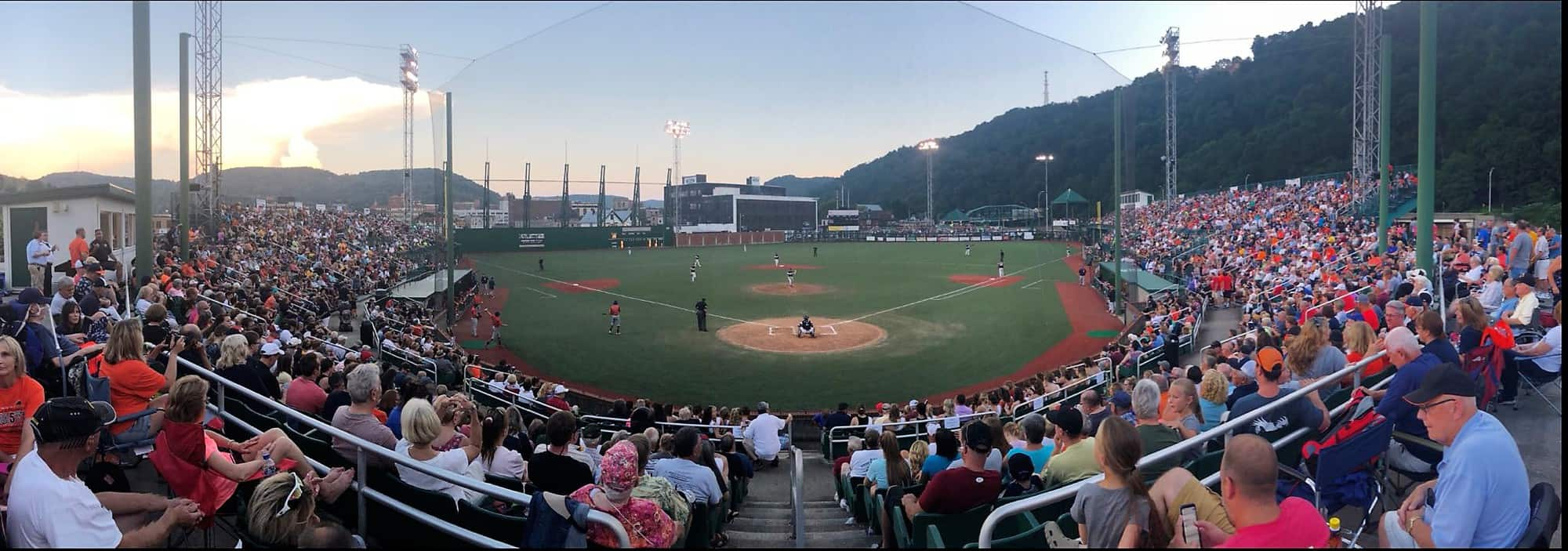Panoramic crowd shot opening night 2018