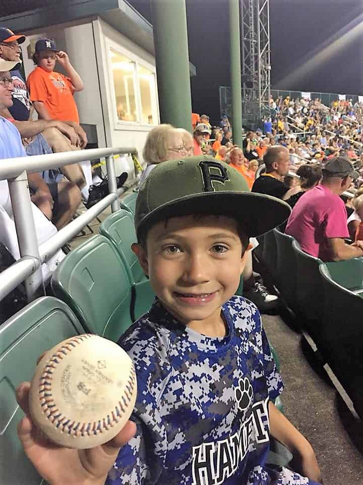 Young fan foul ball