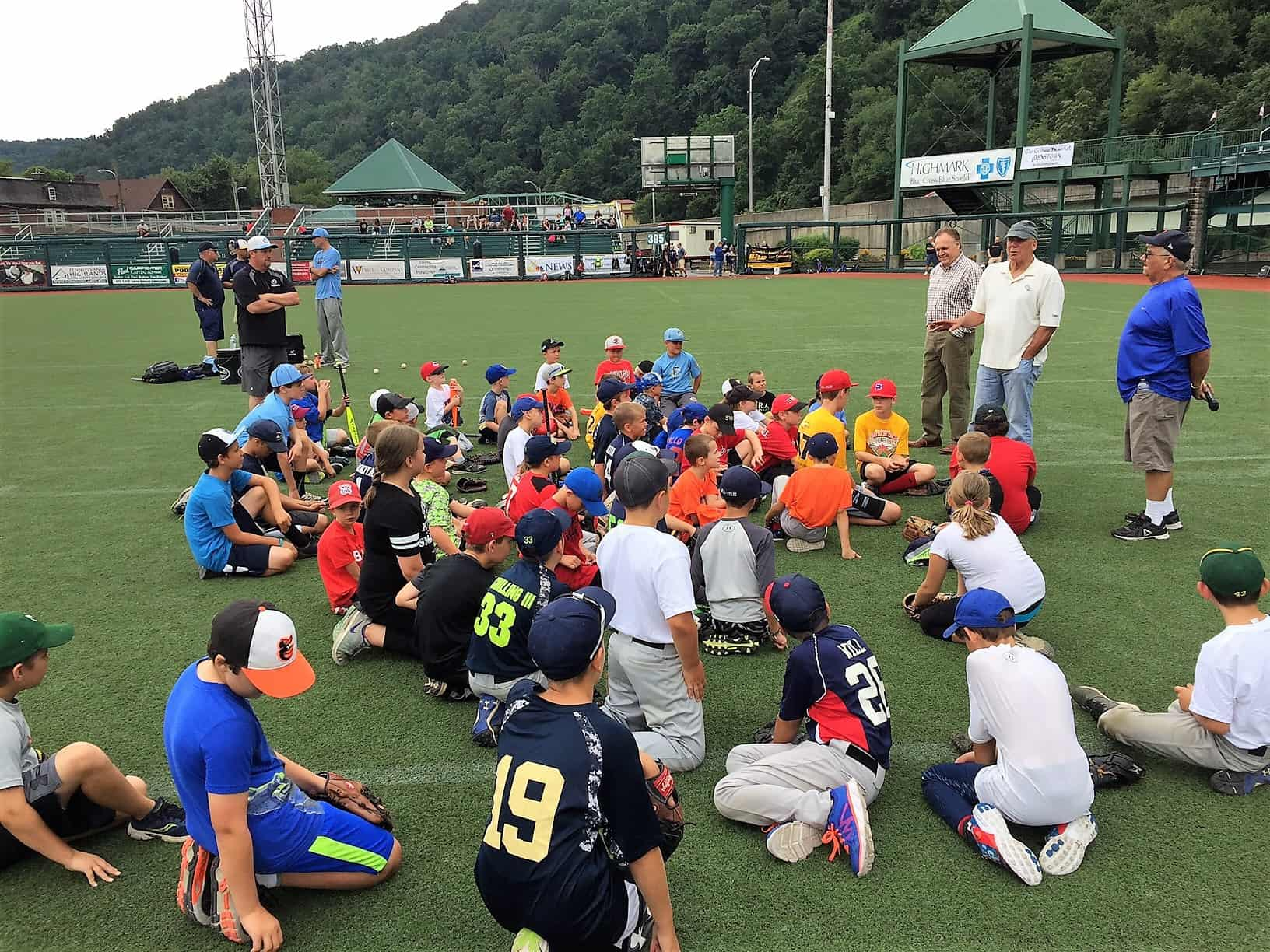 Youth Clinic 2017 Richie Hebner talks to kids
